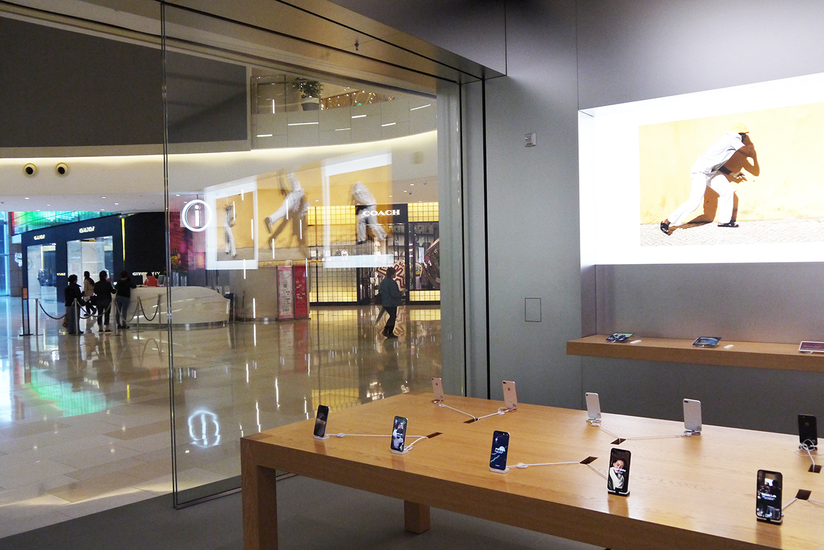 Glass Sliding Doors In Apple Store Shanghai Helaform Ltd